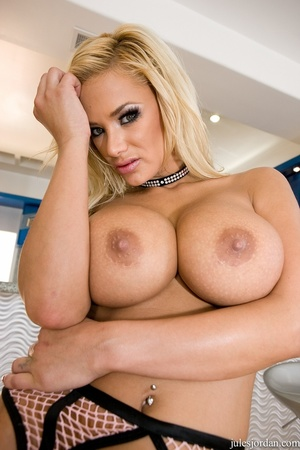 Busty blonde in black lingerie gets demo - XXX Dessert - Picture 9