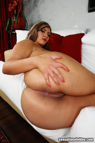 gorgeous fat chick displays