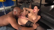 busty woman lace does