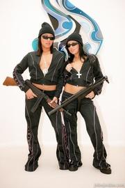 dos cachonda gangsta chicks