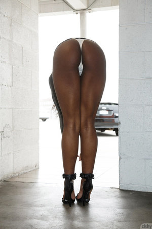 Ebony stunner gets naked at home after s - XXX Dessert - Picture 7