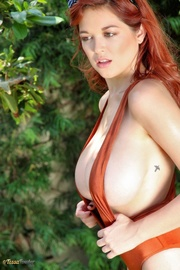 this redhead brown body