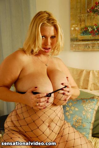 super size blonde reveals