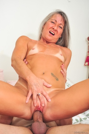 Small tits old woman tastes cum on her k - XXX Dessert - Picture 10