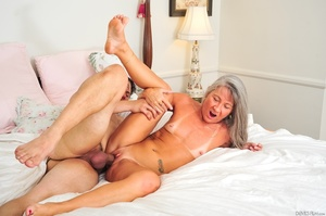 Small tits old woman tastes cum on her k - XXX Dessert - Picture 12