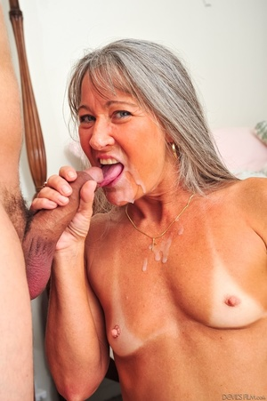 Small tits old woman tastes cum on her k - XXX Dessert - Picture 15