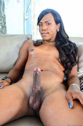 Black shemale with dildo in ass
