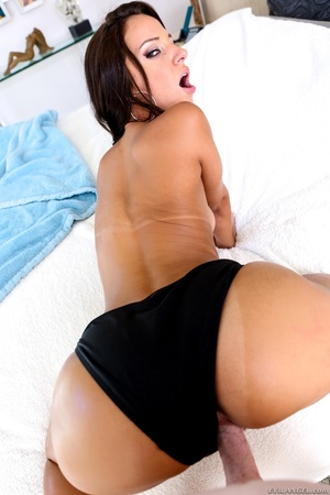 Tanned brunette with brown eyes gets fuc - XXX Dessert - Picture 1