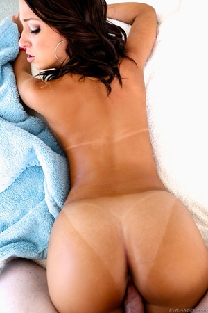 Tanned brunette with brown eyes gets fuc - XXX Dessert - Picture 5