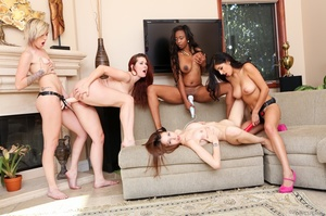 Five wild babes took off their outfit an - XXX Dessert - Picture 12