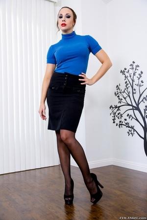 Brown haired brunette in black lingerie  - XXX Dessert - Picture 2