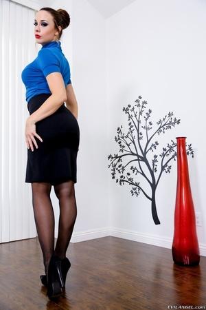 Brown haired brunette in black lingerie  - XXX Dessert - Picture 5