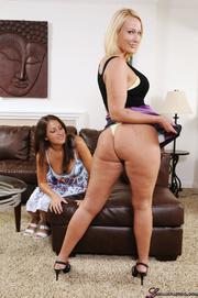 blonde pawg's nice ass