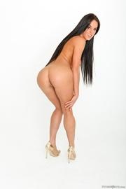 luscious hottie pose naked