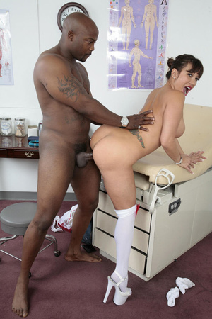 Interracial sex in a hospital with a bus - XXX Dessert - Picture 6