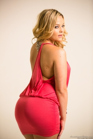Curvy blondie posing in coral dress and  - XXX Dessert - Picture 2