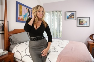 Blonde mom in nice outfit is happy to ex - XXX Dessert - Picture 1