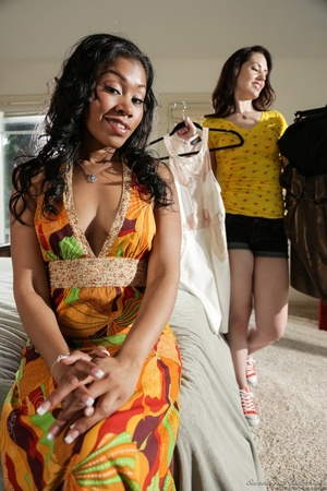 Ebony babe in floral dress helps white g - XXX Dessert - Picture 10