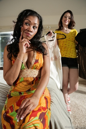 Ebony babe in floral dress helps white g - XXX Dessert - Picture 11