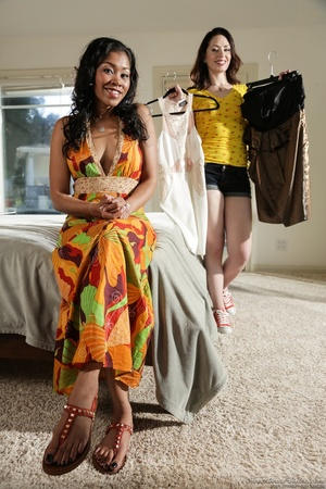 Ebony babe in floral dress helps white g - XXX Dessert - Picture 13
