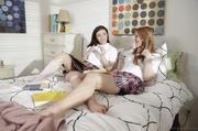 lesbianas colegialas lamiendo each