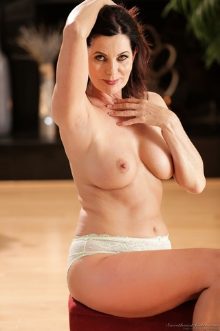 milf poses naked after
