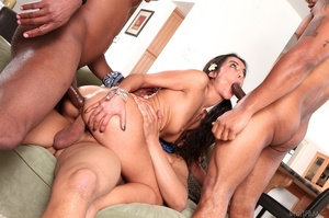 Brown eyed brunette gets her mouth and f - XXX Dessert - Picture 9