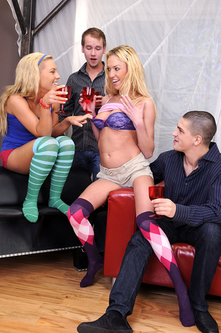 blondes duo socks shed