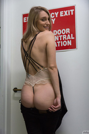 gal hid sexy tan