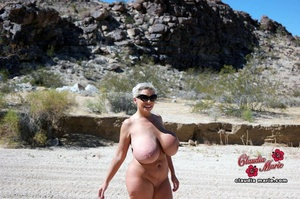 Blowjob and posing from a naked mature b - XXX Dessert - Picture 4