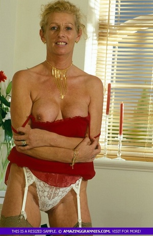 Old hottie teases with her lusty boobs a - XXX Dessert - Picture 2