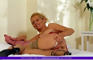 Old hottie teases with her lusty boobs a - XXX Dessert - Picture 6