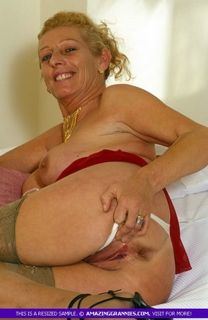 Old hottie teases with her lusty boobs a - XXX Dessert - Picture 7