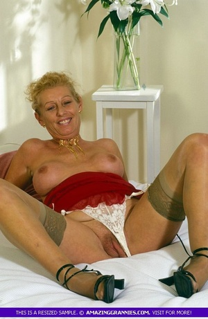 Old hottie teases with her lusty boobs a - XXX Dessert - Picture 9