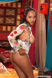 exotic slut shows off