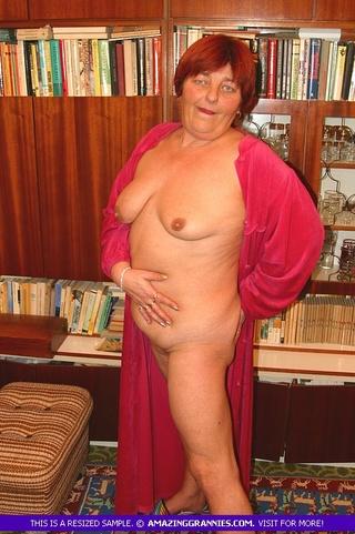 hottie reveals sweet boobs