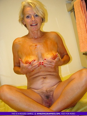 Shaved old granny pussy pic