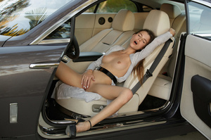 Hot beauty in sexy high hills is tired o - XXX Dessert - Picture 9