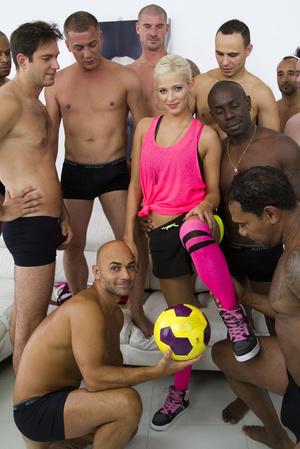 Blonde football fan satisfies the whole  - XXX Dessert - Picture 4