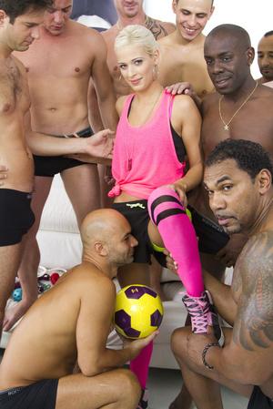 Blonde football fan satisfies the whole  - XXX Dessert - Picture 6