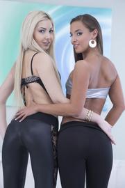 beautiful girls strip and