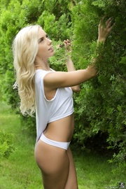 skinny blonde strips and