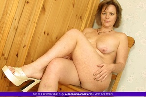 Luscious granny sits naked and displays  - XXX Dessert - Picture 3