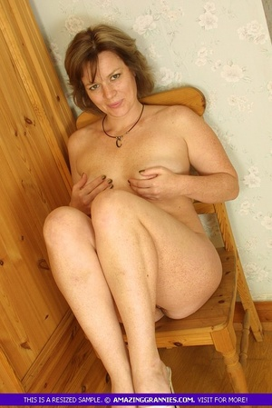 Luscious granny sits naked and displays  - XXX Dessert - Picture 10