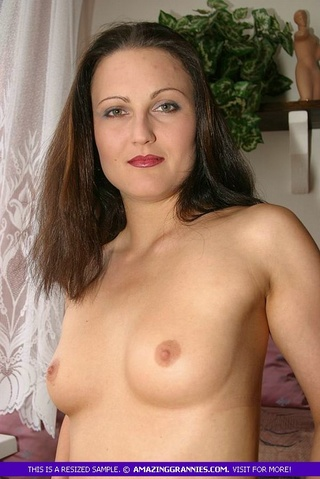 steaming hot milf shows