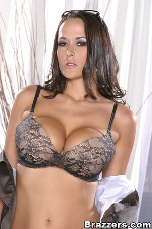 Alluring brunette wearing tight brown bl - XXX Dessert - Picture 4