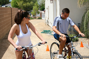 Thick and busty bicycle-riding brunette  - XXX Dessert - Picture 8