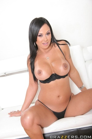 Tanned Latina brunette has her trimmed p - XXX Dessert - Picture 4