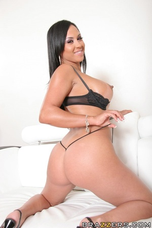 Tanned Latina brunette has her trimmed p - XXX Dessert - Picture 5