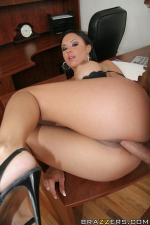 Tanned Latina brunette has her trimmed p - XXX Dessert - Picture 14